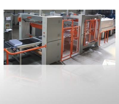 Full automatic decatizing fabric packing machine.